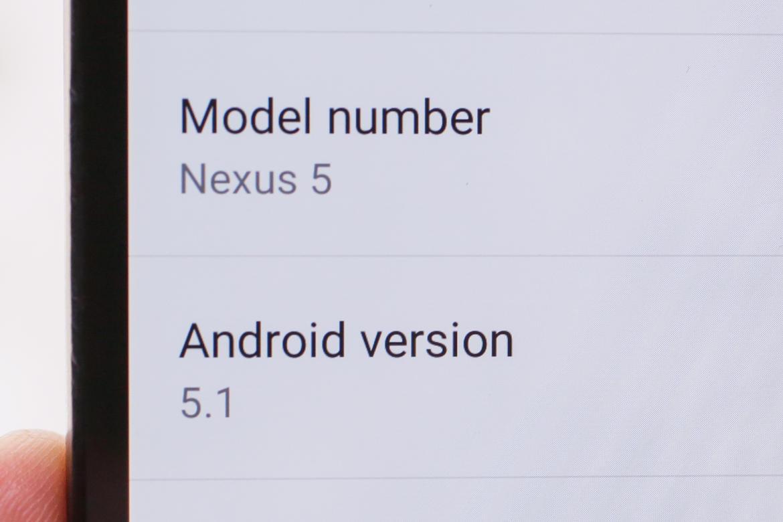 اندروید 5.1 به تازگی برای دستگاه های نکسوس گوگل در دسترس می باشد. با رفتن به بخش درباره گوشی (About Phone)، و سپس قسمت به روز رسانی سیستم (System Update) می توانید ببینید که این آپدیت برای شما نیز در دسترس هست یا خیر. ویژگی هایی که اشاره خواهند شد، از ویژگی های جدیدِ نسخه 5.1 اندروید (Lollipop) می باشند.