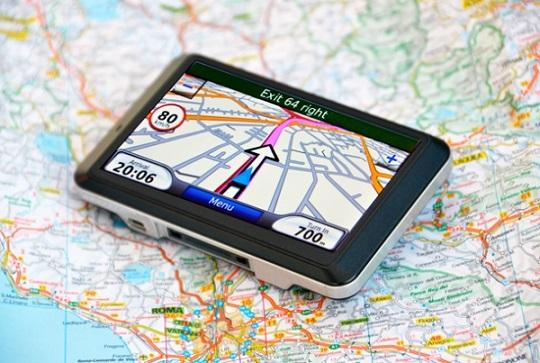 GPS بسیار دقیق چیست؟ فناوری موقعیت جغرافیایی در حال حاضر به طور گسترده در تلفن های هوشمند مورد استفاده قرار می گیرد. این که چگونه و چرا شما می توانید دستور العمل های رانندگی با نقشه های گوگل را با یک بار بارگذاری دریافت کنید و یا از گوشی هوشمند خود بپرسید که نزدیک ترین استارباکس نسبت به محلی که در آن هستید کجاست، همه و همه مرهون این تکنولوژی است.