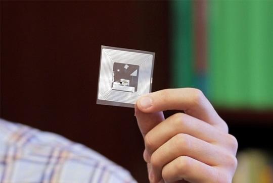 اندازه گیری گاز چیست؟ سنسور بی سیم ارزان قیمت جدیدی که توسط شیمی دانان دانشگاه MIT برای تشخیص آمونیاک گازی، پر اکسید هیدروژن، سیکلو هگزانون و سایر گازهای خطرناک ساخته شده، می تواند توسط گوشی های هوشمند خوانده شود.