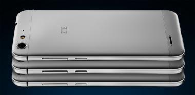 تولید کننده ZTE Blade V6 بیش از هر چیز برای طراحی این دستگاه و موادی که در بدنه آن به کار گرفته شده، ارزش قائل شده است. تمام فناوری این گوشی تنها در یک قاب 6.8 میلی متری با گوشه های منحنی گنجانده شده است. از اوائل ماه سپتامبر این گوشی با مبلغ 275 دلار (245 یورو) در آلمان در دسترس خواهد بود و از اواسط ماه آگوست می توان آن را از طریق وب سایت ZTE سفارش داد.