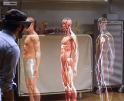 هولولنز در پزشکی ؛ هولولنز مایکروسافت برای مطالعه آناتومی انسان استفاده می شود. استفاده از هولولنز مایکروسافت برای ارتقاء علم و آموزش و پرورش بسیار گسترده است، اما واقعا در این راستا چه کمکی خواهد کرد؟