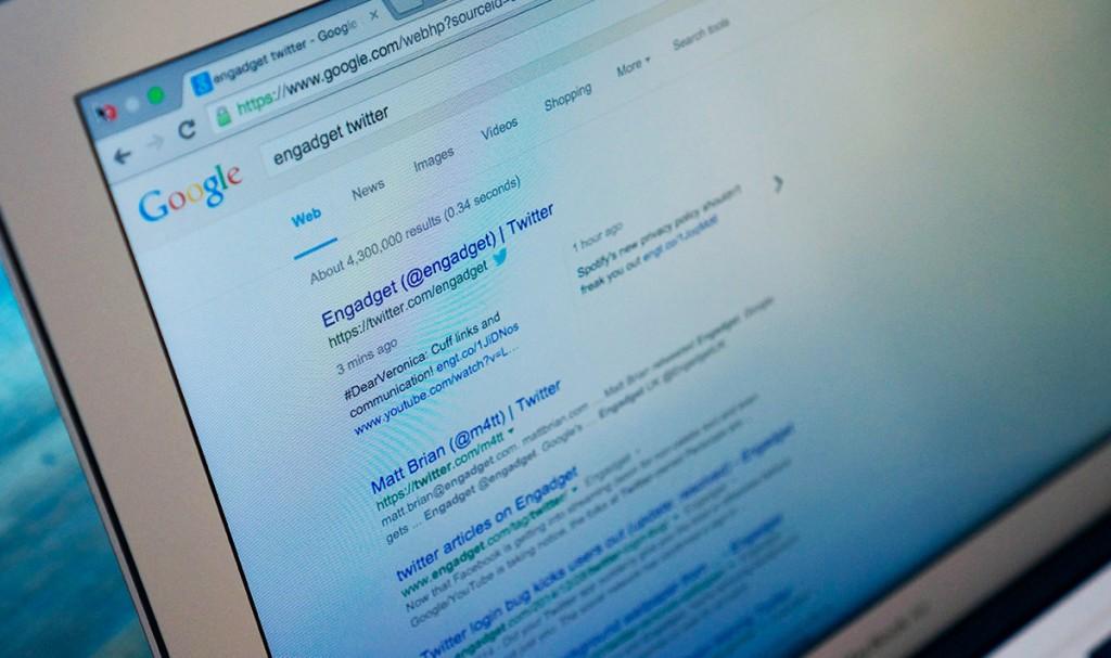 قرار گرفتن توییت ها در نتایج جستجوی گوگل. در حال حاضر شما می توانید توییت های حساب کاربری های مختلف  و هشتگ ها را دقیقا بر روی Google.com روی دسکتاپ خود مشاهده نمایید.