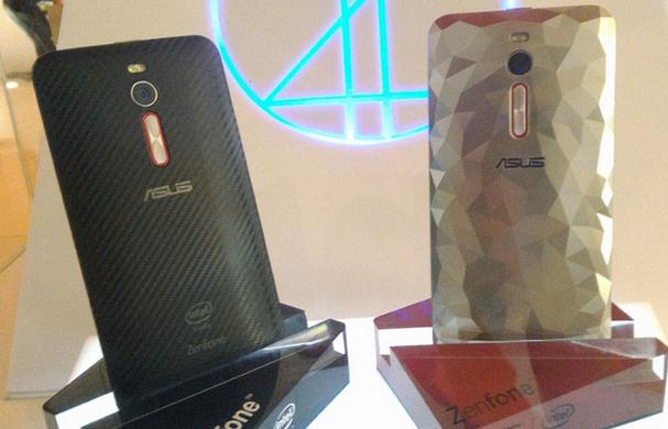 این گوشی ZenFone 2 Deluxe Special Edition با یک نسخه ی منحصر به فرد از بازی مسابقه ای Asphalt 8، و دو پوشش عقب جدید (بافت مشکی با رنگ قرمز و ترکیبی از سفید با قرمز) عرضه می شود.