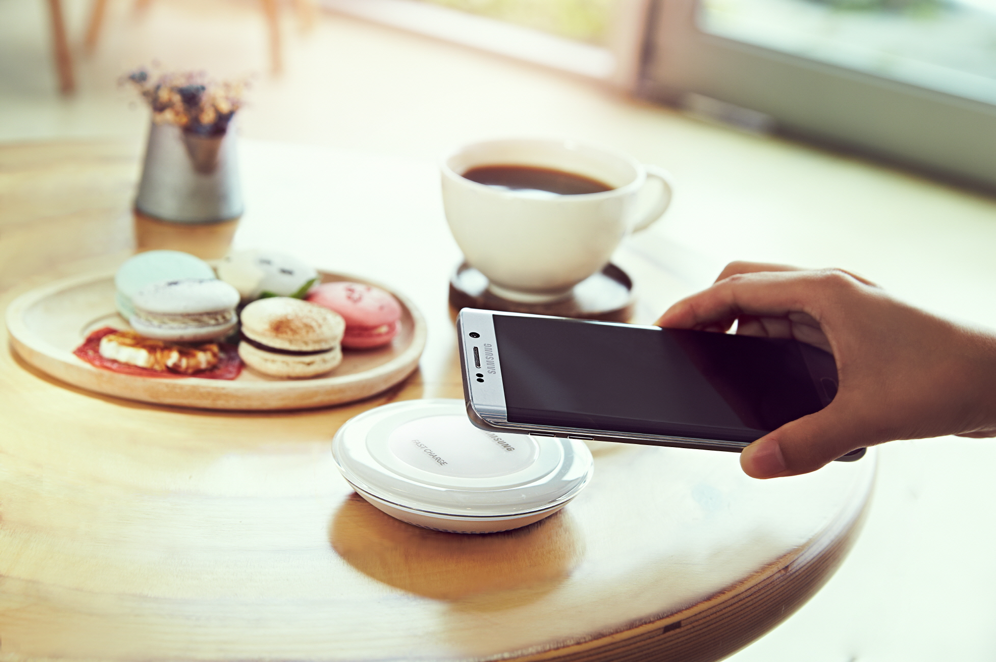 پد شارژ بی سیم Fast Charge سامسونگ به قیمت ۶۹.۹۹ دلار