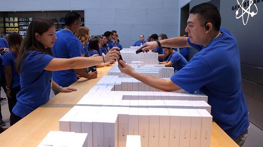 اپل اعلام کرد که نسبت به سال گذشته استخدام بانوان 65 درصد افزایش یافته است