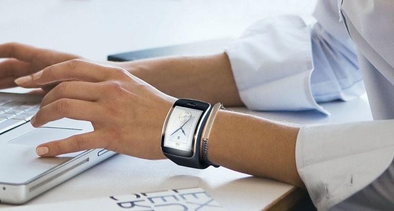 یک توسعه دهنده، اندروید لالی پاپ را بر روی ساعت هوشمند Gear S سامسونگ اجرا کرد