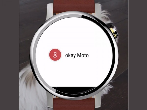 ساعت هوشمند موتو 360 2 بر روی مچ دستان یکی از مدیران لنوو در اندونزی خودنمایی می کند