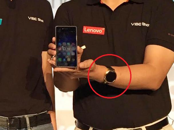 آخرین تصاویر لو رفته از ساعت هوشمند موتو 360 2 را می توان به نایب رییس ارشد لنوو، Chen Xudong، نسبت داد که این ساعت را دست کرده بود. به تازگی در روز جمعه و در حین مراسم رونمایی از گوشی لنوو وایب شات (Lenovo VIBE Shot) در اندونزی، بار دیگر این ساعت خودی نشان داد و این بار نیز در دستان یکی از مقامات اجرایی لنوو که در این رویداد حضور یافته بود، قابل مشاهده بود (که در ادامه شاهد آن خواهید بود). این ساعت در دستان Dillon Ye، نایب رییس بخش فروش گوشی های هوشمند شرکت در آسیا و اقیانوسیه، مشاهده شد.