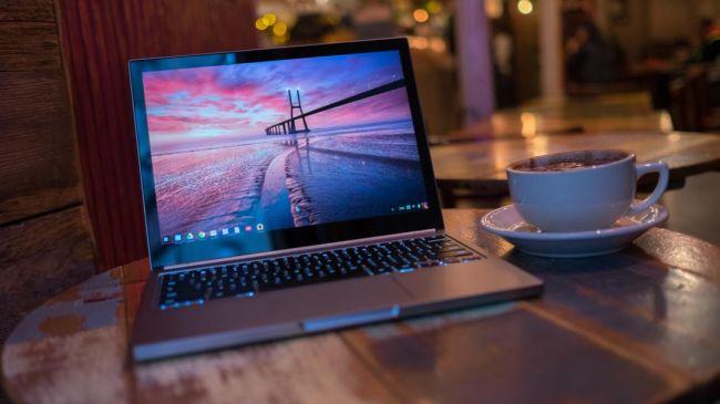 بهترین کروم بوک: Google Chromebook Pixel 2015  سی پی یو: 2.2 گیگاهرتز اینتل Core i5-5200U | گرافیک: اینتل HD Graphics 5500 | رم: 8 گیگابایت | صفحه نمایش: 12.85 اینچ، IPS touchscreen display با رزولوشن 2560 x 1700 | حافظه ذخیره سازی: 32 گیگابایت SSD | قابلیت اتصال: Intel Dual Band Wireless-AC7260، بلوتوث 4.0 LE | دوربین: 720p | وزن: 1.49 کیلوگرم | ابعاد: 11.7 x 8.8 x 0.6 اینچ