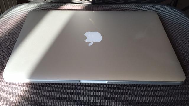 بهترین لپ تاپ کاری: MacBook Pro with Retina 13-inch 2015  سی پی یو: 2.7 گیگاهرتز dual-core اینتل  Core i5| گرافیک: اینتل Iris Graphics 6100 | رم: 8 گیگابایت | صفحه نمایش: 13.3 اینچ، IPSبا رزولوشن 2560 x 1600 | حافظه ذخیره سازی: 128 گیگابایت SSD | قابلیت اتصال: dual-band وای فای 801.11ac، بلوتوث 4.0 | دوربین: FaceTime HD | وزن: 1.58 کیلوگرم | ابعاد: 12.35 x 8.62 x 0.71 اینچ