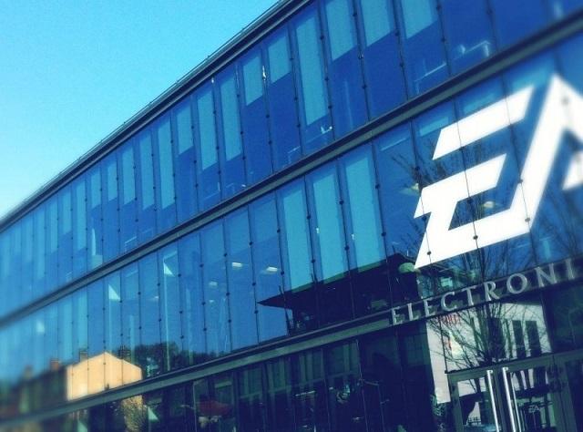 چه کسی برنده مسابقه محتویات قابل دانلود (DLC) خواهد شد؟ ۷۷ درصد درآمد شرکت EA اکنون از طریق خدمات آنلاین و افزونه های بازی کسب می شود