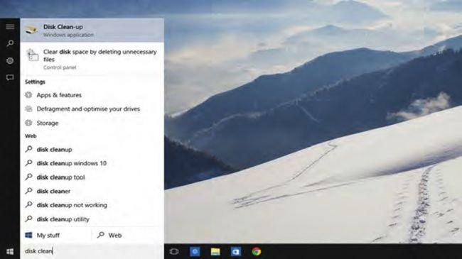 """4. پاک کردن (uninstall) برنامه ها  پاک کردن برنامه های قدیمی و همچنین آنهایی که استفاده نمی کنید، به شما کمک خواهد کرد که فضای بیشتری را در کامپیوترتان آزاد سازید. همچنین با این عمل می توانید زمان بالا آمدن سیستم را نیز بهبود بخشید. برای انجام این کار بر روی """"تنظیمات"""" (Settings) در استارت منو کلیک کنید، حال """"سیستم"""" (System) و سپس در سمت چپ """"برنامه های نصب شده"""" (Installed Apps) را انتخاب نمایید. در این قسمت می توانید با راست کلیک بر روی هر برنامه و انتخاب """"پاک کردن"""" (Uninstall)، اقدام به پاک کردن برنامه های مورد نظرتان از روی سیستم نمایید."""