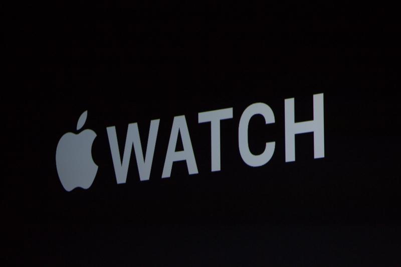 """کوک در رابطه با اپل واچ صحبت می کند. """"تنها چند ماه پیش ما اپل واچ را برای مصرف کنندگان در سراسر جهان دسترس قرار دادیم، و حال زندگی آن ها را تغییر داده است، آن ها به آن عشق می ورزند، آن ها این سرعت و آسان بودن کار با آن را دوست دارند."""""""