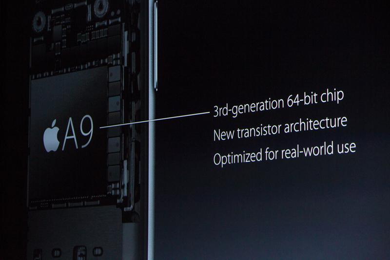 """شیلر گفت: """"درون آیفون شما، سریع ترین تراشه ای که ما تا به ساخته ایم قرار داده ایم، A9. تراشه نسل سوم 64 بیتی. ساختار ترانزیستور جدیدی که آن را سریع تر کرده و باعث شده در مصرف انرژی نیز بهتر عمل کند."""""""