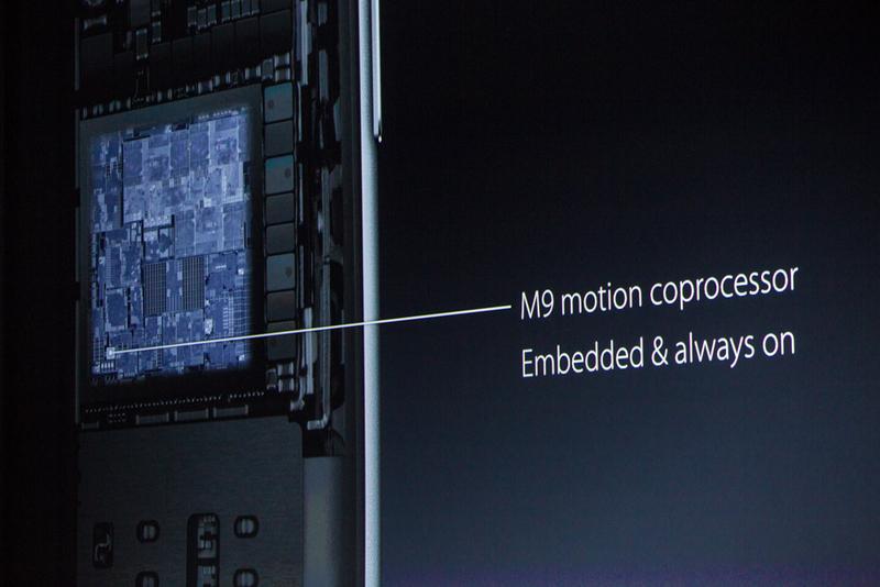 """ساعت 11:13 : دمو تمام شد و شیلر دوباره روی سن آمد. """"پیشرفته ترین تراشه موجود بر روی یک گوشی هوشمند"""" """"ما همچنین برای اولین بار کمک پردازنده حرکتی M9 را نیز مستقیماً بر روی این تراشه ساخته ایم... و از آن جایی که اذغام شده است می تواند همواره فعال باشد"""""""