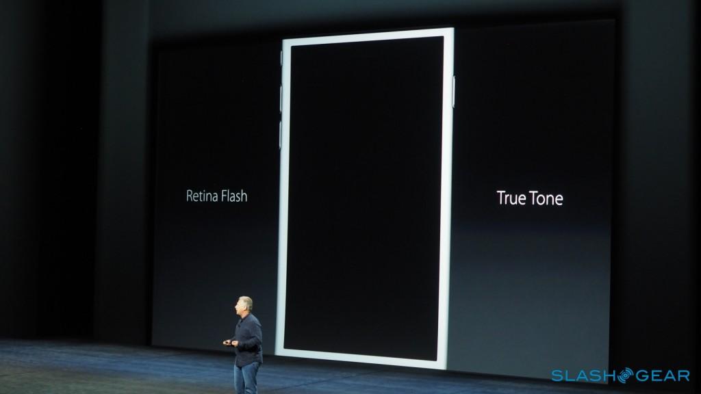 """دیگر جزئیات دوربین شامل یک فلش TrueTone در پشت گوشی است و برای قسمت جلوی این گوشی هوشمند از یک """"Retina Flash"""" برای عکس های سلفی استفاده می شود- که این فلش، صفحه نمایش را ۳برابر روشن تر می کند."""
