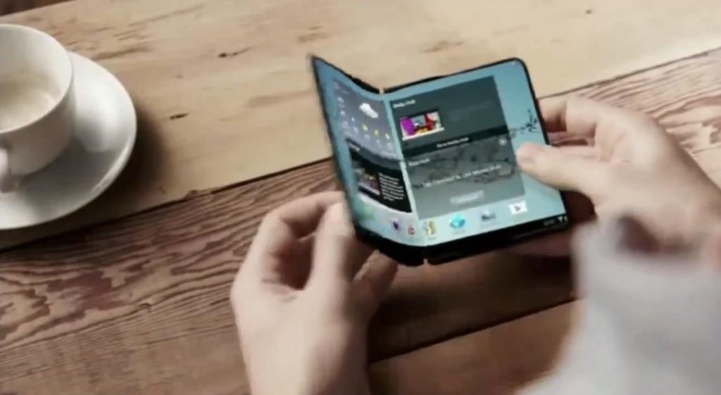 گوشی هوشمند تاشوی سامسونگ. امروز بنا به صحبت های Patently Mobile، یک طرح کلی برای گوشی های هوشمند تاشو که با یک مکانیزم لولایی باز و بسته می شوند، مشخص شد.
