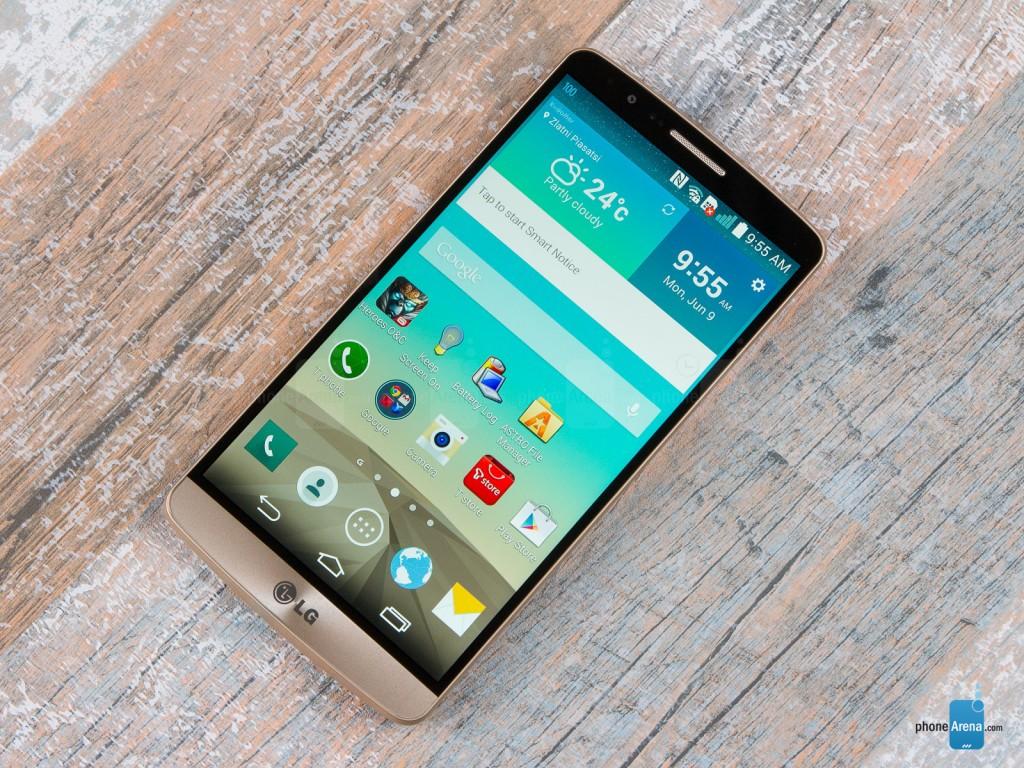 در ماه می سال ۲۰۱۴ ال جی جی۳ به عنوان اولین گوشی هوشمند جهان که یک صفحه نمایش کوآد اچ دی (۵.۵ اینچی با کیفیت ۱۴۴۰ در ۲۵۶۰) ارائه می دهد، به صورت گسترده در دسترس قرار گرفت.