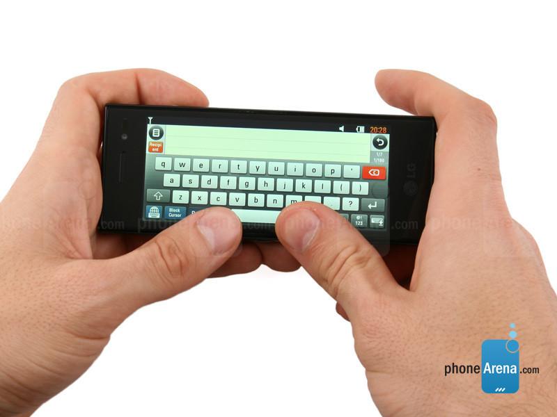 بهترین قسمت کاربردی این گوشی امکان تایپ در حالت افقی بود.