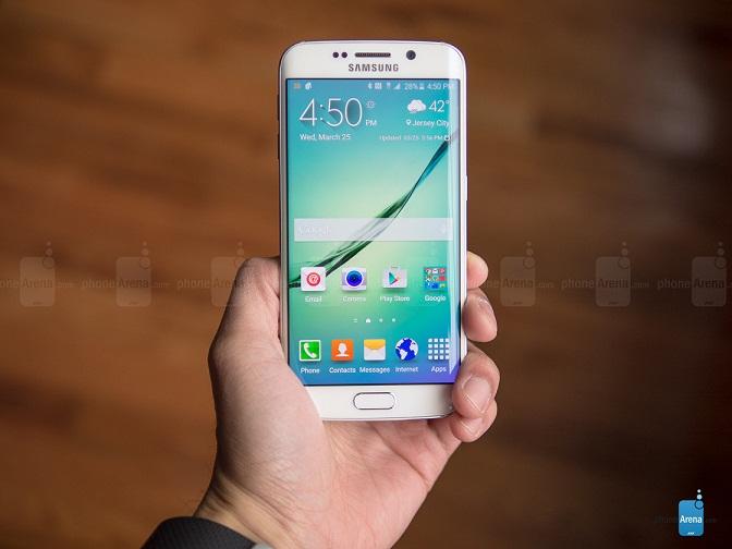 دو مدل از گوشی های سامسونگ با نام سامسونگ گلکسی اس۶ اج (Samsung Galaxy S6 edge) و سامسونگ گلکسی اس۶ اج پلاس (Samsung Galaxy S6 edge+) تنها گوشی های هوشمند در جهان با صفحه نمایش منحنی آمولد می باشند،