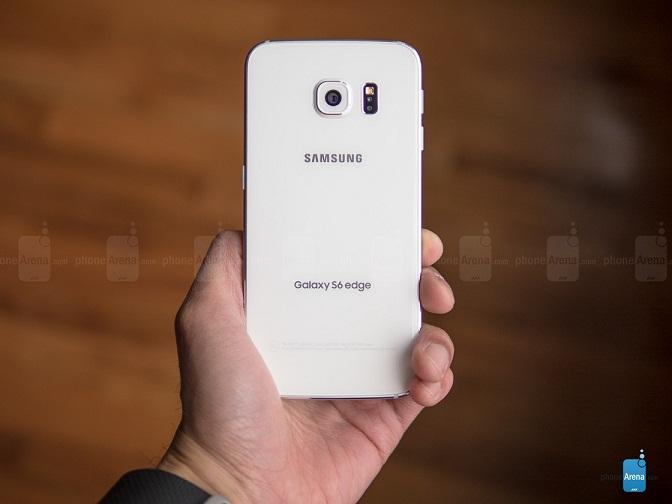 سامسونگ به دیگر سازندگان گوشی های هوشمند برای استفاده از این تکنولوژی آمولد منحنی اجازه می دهد.