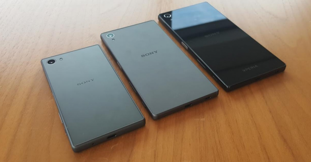 سونی اکسپریا زد۵ (Sony Xperia Z5). در حالی که سونی برای معرفی سه مدل گوشی جدید و هات خود برای فردا آماده می شود، عکس هایی از هلند لو رفته که این سه مدل گوشی را نشان می دهد.