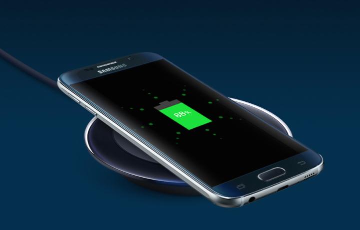 در صورتی که شما به دنبال یک گوشی با قابلیت شارژ بی سیم آنبورد می باشید، پس بدون شک گلکسی اس ۶ بهترین انتخاب برای شما می باشد، چون گوشی آیفون ۶اس این قابلیت را ندارد.