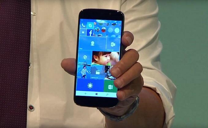 """ایسر یک گوشی هوشمند جدید در نمایشگاه IFA برلین به نمایش گذاشت که وقتی شما امکان استفاده از صفحه کلیدی که به آن ضمیمه شده است را داشته باشید، می تواند تبدیل به یک PC شود. این """"PC Phone"""" جدید، Jade Primo نامگذاری شده است. این گوشی از ویژگی جدید مایکروسافت کانتینوم (Microsoft Continuum) که در سیستم عامل اخیر مایکروسافت، ویندوز 10 به کار رفته، استفاده می کند تا در هنگام ضمیمه کردن کیبورد به آن، بتواند از یک گوشی به لپ تاپ تبدیل شود."""