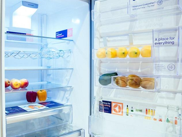 همواره پیدا کردن مواد غذایی مورد نظر، از میان آن همه خوراکی های مختلفی که درون یخچال شما قرار دارد، کار دشواری است. اما شرکت Electrolux AEG با ساخت یخچال Custom Flex خود، این معضل را برایتان برطرف می کند. این یخچال با فراهم آوردن قسمت ها و ظرف های نگهدارنده گوناگون، این اجازه را به شما خواهد داد تا از تمامی فضای یخچالتان آنطور که تمایل دارید بهره مند شوید.