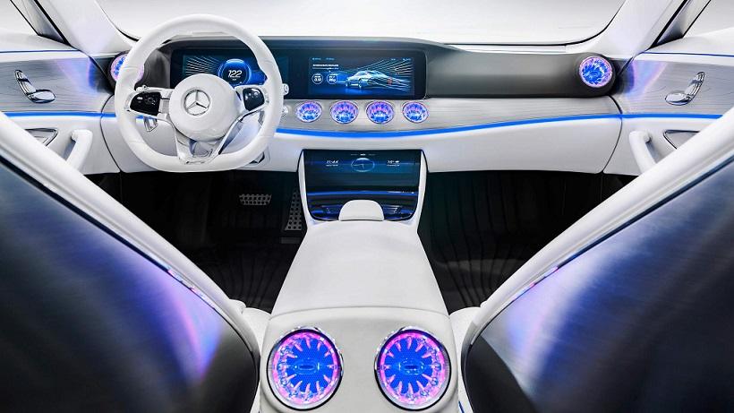 """بطور مشخص این یک ماشین تولید شده نیست، اما به راحتی می توان تصور کرد که بسیاری از ایده های Concept IAA می تواند اجرایی شود - همان طور که برخی از ماشین های مدرن از آیرودینامیک """"فعال"""" بهره برده تا در هنگام نیاز به خنک سازی، تعبیه هواکش ها و برخی ویژگی های بیرونی آن، حرکت می کند، و این بنظر می رسد که گام منطقی بعدی در این زمینه باشد."""