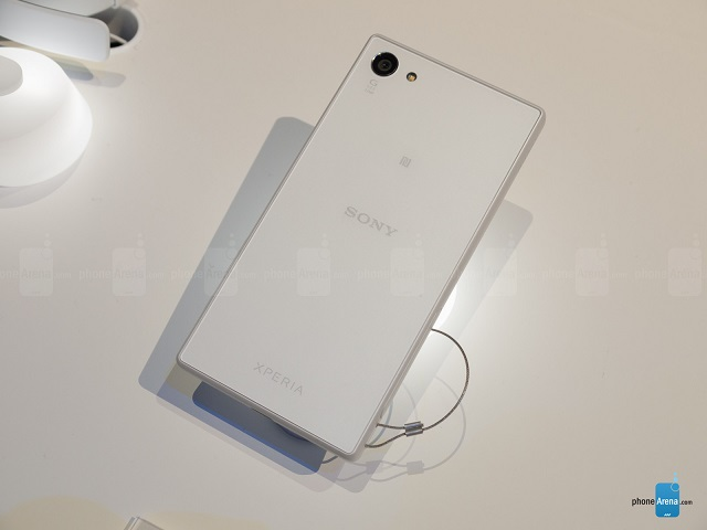 sony-xperia-z5-compact-hands-on-3
