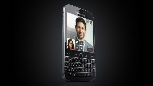 BlackBerry Classic سیستم عامل: بلک بری 10 | اندازه صفحه نمایش: 3.5 اینچ | رزولوشن: 720 در 720 | رم: 2 گیگابایت | حافظه داخلی: 16گیگابایت | باتری: 2515 میلی آمپر ساعت | دوربین عقب: 8 مگاپیکسل | دوربین جلو: 2 مگاپیکسل