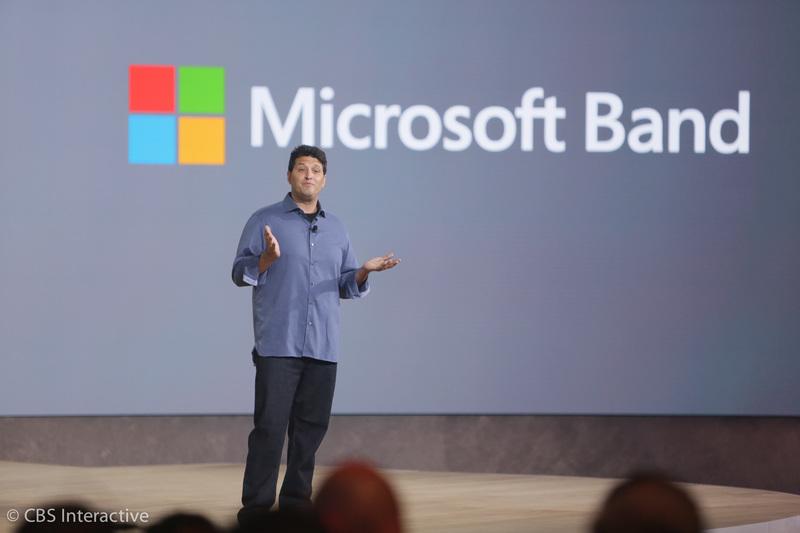 این نسخه توسعه دهندگان هولولنز می باشد.  ساعت 17:52 : دیگر زمان صحبت درباره مایکروسافت بند فرا رسیده است. این یک دستگاه پوشیدنی است که سال گذشته معرفی شد. حال معرفی مایکروسافت بند جدید را شاهد خواهیم بود، مایکروسافت بند 2.