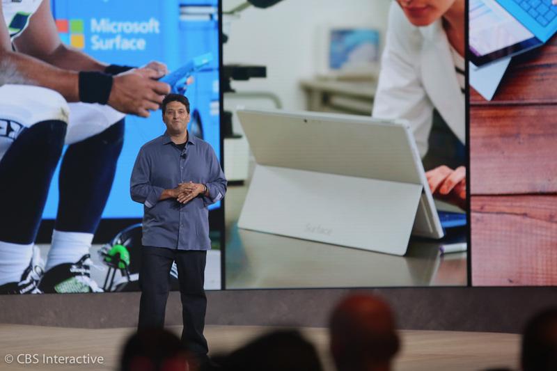 """ساعت 18:02 : این از مایکروسافت بند 2! حال نوبتی هم باشد نوبت سرفیس و لومیا است. میرسون بار دیگر به روی سن بازگشت.  """"سرفیس یک دستگاه نمادین برای مایکروسافت می باشد، برای افرادی که می خواهند بهره وری بیشتری داشته باشند."""""""