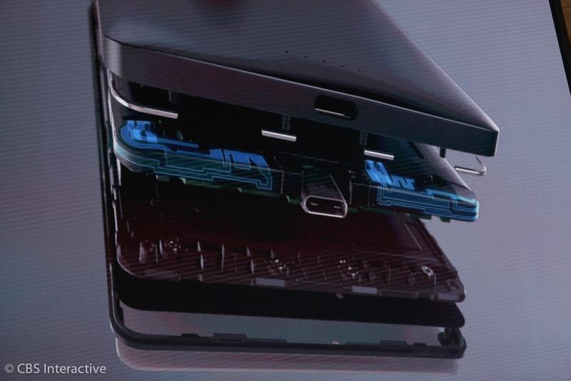 """ساعت 18:06 : """"110 میلیون دستگاه ویندوز 10 را اجرا می کنند که من در اینکه تعداد زیادی از آن ها را گوشی های هوشمند تشکیل داده اند تردید دارم"""". پانای درباره فرصت هایی که می توان ویندوز 10 را به گوشی های هوشمند بیشتری آورد صحبت می کند. لومیا 950 و 950XL نیز معرفی می شوند. در این گوشی ها دو آنتن قرار داده شده است."""