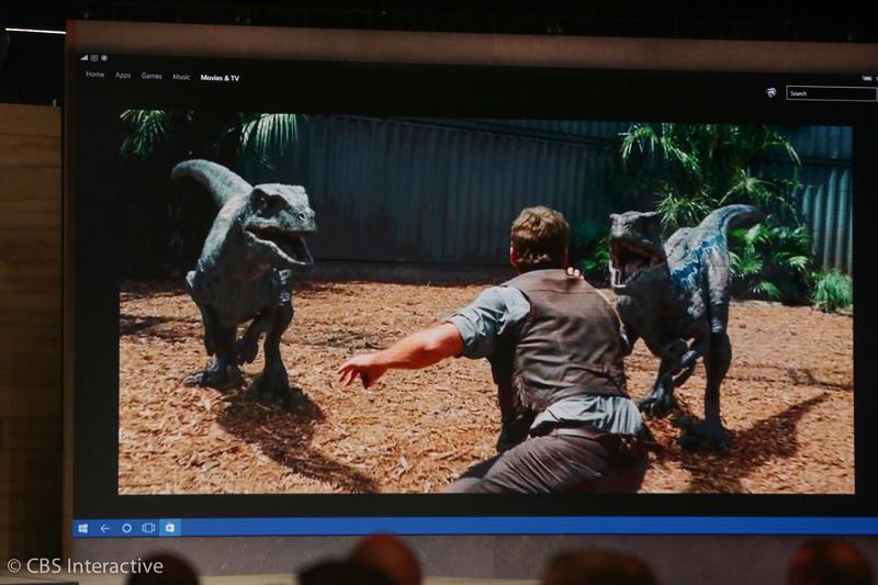 """ساعت 18:23 : آن ها یک تریلر از """"Jurassic World"""" پخش کرده اند تا کیفیت صدای آن را به نمایش بگذارند."""
