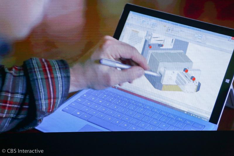 """ساعت 18:28 : پانای می گوید: """"موسیقیدان ها بر روی سرفیس پرو 3، سمفونی هایشان را می نویسند."""" """"مهندسان از سرفیس استفاده می کنند تا نسل بعدی سرفیس را بسازند و طراحی کنند."""" """"این فوق العاده قدرتمند است."""""""
