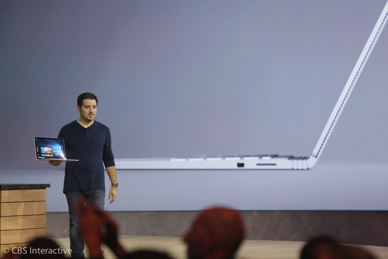 """ساعت 18:52 : """"این یک لپ تاپ فوق العاده است، این اولین لپ تاپ ساخته شده توسط مایکروسافت می باشد."""" """"این دستگاه هر آنچه که شما از یک لپ تاپ انتظار دارید را بهبود بخشیده است."""" """"این لپتاپ یک صفحه نمایش 13.5 اینچی با 6 میلیون پیکسل و تراکم پیکسلی 267ppi است."""