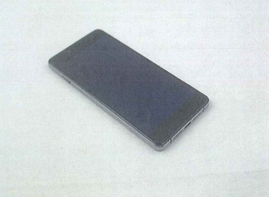یک پورت میکرو یو اس بی و دو اسپیکر قسمت پایینی این گوشی قرار گرفته است. در حالی که قسمت جلوی این گوشی طراحی ساده ای دارد.