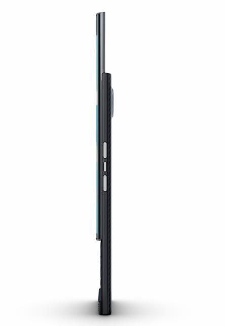 همچنین یکی از عکس های ارسال شده توسط N4BB نشان می دهد که پریو، با یک دوربین 18 مگا پیکسلی عقب، توانایی ضبط (4K (30fps را دارد. از سویی دیگر، نمایشگر گوشی بلک بری جدید با دو انحنا، یک صفحه نمایش اسپرت 5.5 اینچی است که به احتمال زیاد توسط سامسونگ ساخته شده است و دارای یک کیبورد QWERTY کشویی حساس لمسی است.