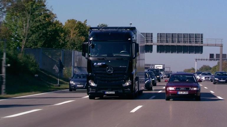 آیا کامیون های نیمه اتومات ، سیستم حمل و نقل جاده ای را دگرگون خواهند کرد؟
