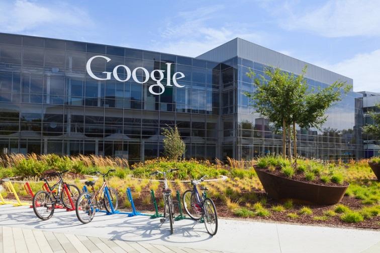 به درستی می توان به این موضوع اذعان داشت که در آینده، بیش از پیش از هیروشی خواهیم شنید، کسی که شاید تا به امروز کمتر کسی با او آشنایی داشت. البته این بدین معنی نیست که او زمان کمی است که در گوگل مشغول به فعالیت است، هرگز چنین نیست! هیروشی از سال 2006 به گوگل راه یافت و تا قبل از این ارتقای شغلی نیز، نایب رئیس اندروید بود. او یکی از افراد کلیدی گوگل برای ورود به پلتفرم های مختلف – مانند ورود گوگل به دنیای خودرو، تکنولوژی های پوشیدنی، IoT و ... – می باشد.