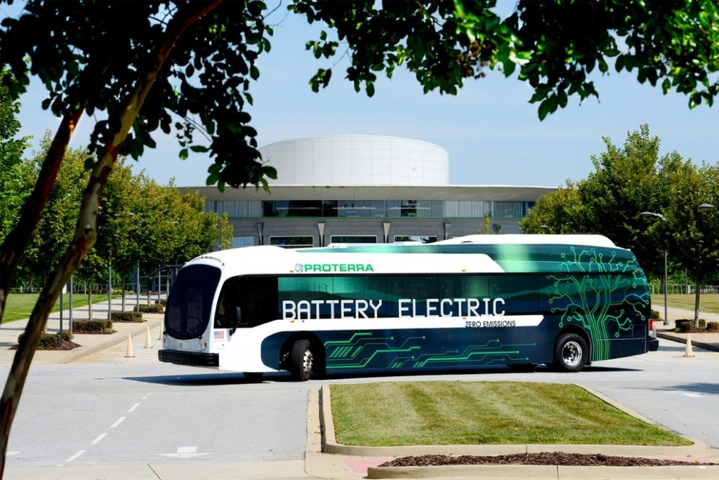 این اتوبوس با نسل جدیدی از تکنولوژی ذخیره سازی شامل بسته های دارای ۸ باتری متناسب شده و ظرفیت انرژی کلی معادل ۲۵۷ کیلو وات ساعت ارائه می دهد.