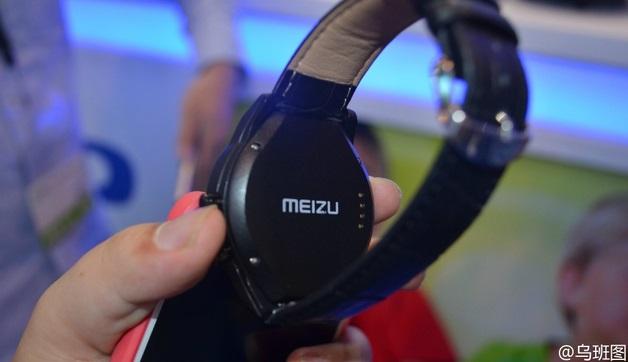 در فوریه گذشته، یک صفحه نمایش دیده شد که گفته شده بود برای میزو بلو چارم واچ (Meizu Blue Charm Watch) ساخته شده است، در حالیکه خود ساعت برای ماه ها ی بعد نیز دیده نشد. دیروز تصاویری منتشر شد که نشان داد میزو اسمارت واچ آماده معرفی شده است.