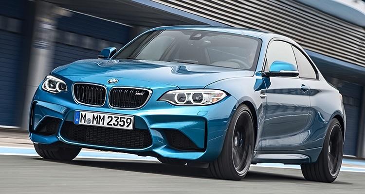 2016 BMW M2  در نمایشگاه خودروی لوس آنجلس بی ام دبلیو با مدل BMW M2، خودی نشان داد. این ماشین با یک موتور 3.0 لیتری شش سیلندر و یک موتور ارتقا دهنده توربو، قدرتی برابر با 365 اسب بخار تولید می کند و هنگامی که پا را بر روی پدال گاز فشار می دهید قدرت توسط یک گیربکس شش دنده به محور عقب منتقل می شود. M2 با یک کلاچ دوگانه می تواند گیربکس هفت سرعته اتومات را نیز در اختیارتان بگذارد. دراین حالت برای رسیدن به صفر تا 100 کیلومتر بر ساعت 4.2 ثانیه زمان لازم دارد و در حالت دستی این زمان به 4.4 ثانیه افزایش می یابد. این خودرو می تواند به حداکثر سرعت 250 کیلومتر بر ساعت دست پیدا کند.