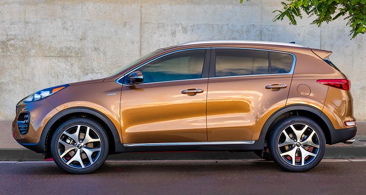 2017 Kia Sportage  این خودرو یک باز طراحی مجدد از کیا برای رسیدن به آیرودینامیک بیشتر در هنگام رانندگی می باشد. داخل کیا اسپورتیج دارای یک طراحی بروز و تکنولوژی های جدید بوده و کمپانی کیا برای مدل اسپورتیج جدید خود یک موتور توربو شارژ 2.0 لیتری چهار سیلندر در نظر گرفته است.