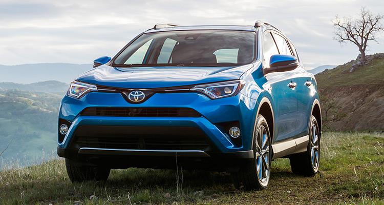 2016 Toyota RAV4 Hybrid  تویوتا خودروی RAV4 را به عنوان یک خودروی SUV کوچک هیبریدی در نمایشگاه خودروی لوس آنجلس به نمایش درآورد و این کمپانی انتظار دارد که 15% از مدل های RAV4 را به عنوان یک خودروی هیبریدی به فروش برساند.