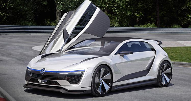 Volkswagen Golf GTE Sport Concept  کانسپت گلف جی تی اسپورت (Golf GTE Sport) قدرت 295 اسب بخار خود را از یک موتور توربو شارژ 1.6 لیتری چهار سیلندر - که دو بار عنوان قهرمانی در مسابقات رالی را با خود یدک می کشد - بدست می آورد و از طریق یک گیربکس اتومات شش سرعته DSG به محور منتقل می شود. این خودرو در راستای برنامه های انرژی سبز دارای دو موتور الکتریکی که یکی در جلو و دیگری در عقب قرار دارد، می باشد که هر دوی آنها نیرویی برابر با 113 اسب بخار تولید می کنند و در مجموع همکاری این سه موتور با هم نیروی 395 اسب بخار را به ارمغان می آورند.
