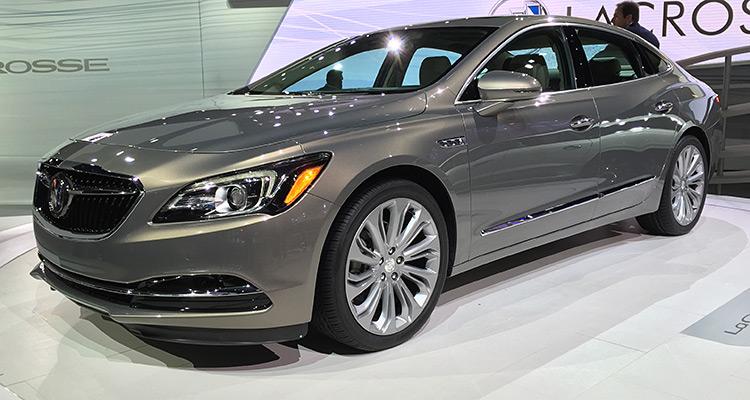 2017 Buick LaCrosse  بازطراحی لاکراس (LaCrosse)، پرچمدار این نام تجاری - بیوک - خواهد بود. این خودرو سدان در ساختار جدیدش 136 کیلوگرم کاهش وزن داشته است. کمپانی بیوک برای در اختیار گذاشتن فضای بیشتر به سرنشینان، ویل بیس ( فاصله بین دو محور) را 3 اینچ بزرگتر کرده است. در زیر کاپوت بیوک لاکراس یک موتور 3.6 لیتری V6، قدرتی برابر با 305 اسب بخار تولید می کند که از طریق یک گیربکس اتومات هشت سرعته به هر دو محور منتقل می شود. در داخل و روی کنسول این خودرو یک نمایشگر لمسی 8 اینچی قرار گرفته است.