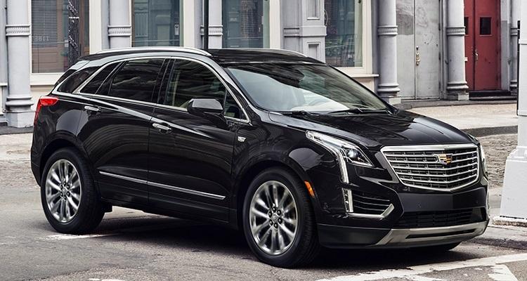 2017 Cadillac XT5  تولید این محصول کمپانی کادیلاک می تواند تلنگری به خط تولید خودروهای کراس اوور (crossover) باشد - بطور ساده خودروهایی هستند که با داشتن یک بدنه SUV، بر روی پلتفرم خودرو های سدان قرار گرفته اند. کادیلاک مدل XT5 دارای یک موتور 3.6 لیتری V6 است که در خودرو های سدان ATS، CTS و CT6 نیز استفاده شده است. کادیلاک XT5 برای انتقال قدرت از یک گیربکس اتوماتیک هشت سرعته بهره مند شده و سیستم مانیتور دوربین عقب دیجیتالی به جای آیینه در آن قرار گرفته است.